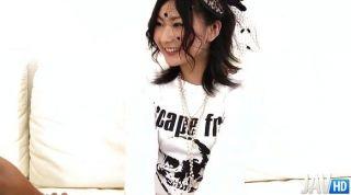 ताजा का सामना करना पड़ा Megumi मुर्गा के साथ खेलने के आसपास है