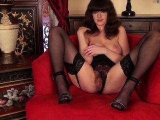 बालों बिल्ली Milf के लिए पहली बार संभोग वीडियो