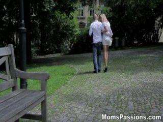 माताओं भावनाएं - प्यार रोमांटिक माँ के लिए कर रही