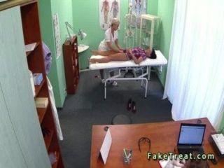 नर्स और नकली अस्पताल में चिकित्सक कमबख्त रोगी