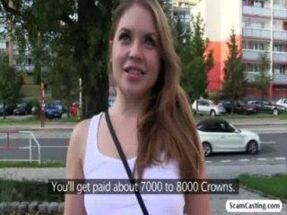 रूसी हॉट लड़की Alessandra झाड़ियों में नकली एजेंट द्वारा गड़बड़ हो जाता है
