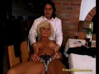 माताओं पहले गुदा सेक्स वीडियो
