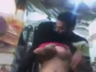 छिपे हुए कैमरे से मोबिल की दुकान में सार्वजनिक सेक्स