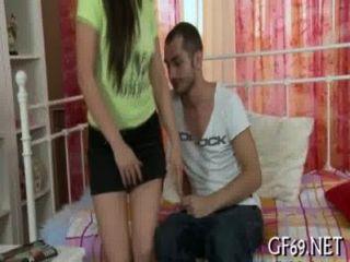 कुंवारी लड़की Lusty जांच प्राप्त करता है