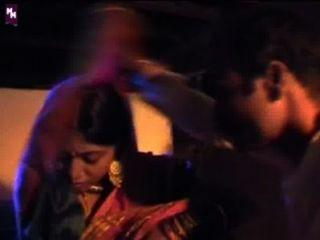 गर्म भारतीय पहली रात दृश्य