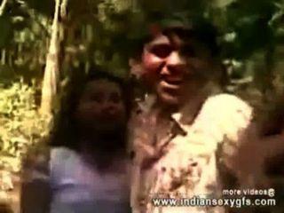 नग्न एमएमएस हो रही भारतीय सेक्स अपने दोस्तों के साथ गर्म कॉलेज लड़की - Indiansexygfs.com