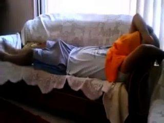 Tio डे पऊ Duro - - एक माला Espiando Dormindo