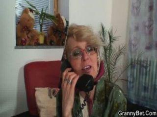 अकेला दादी एक युवा संवर्धन भाता है