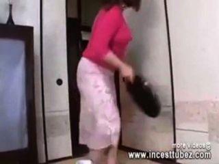 बाथरूम में जापानी माँ बेटे मुर्गा द्वारा गड़बड़ - Incesttubez.com