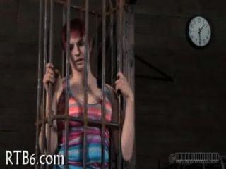 लड़की के लिए क्रूर सजा