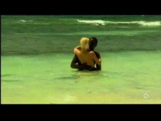 समुद्र तट पर काले प्रेमी के साथ युवा गोरा सफेद लड़की - अंतरजातीय - Xhamster.com