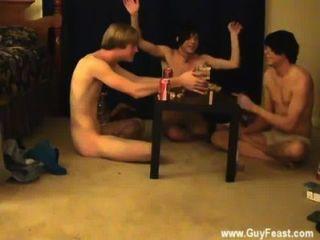 नग्न पुरुषों के लिए आप इस दृश्यरतिक प्रकार की तरह है जो एक लंबी फिल्म है