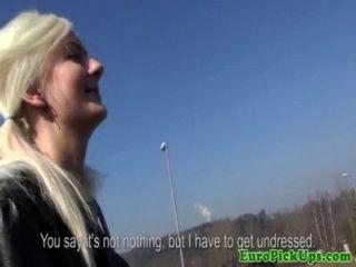 खींच लिया यूरो किशोरों स्केट रानी चमकती