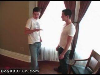 कमाल Twinks एक टॉक कमरे में जेम्स ऑनलाइन मिले ब्राइस और 2 से मुलाकात की