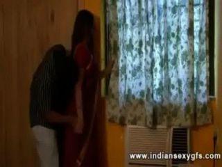 ड्राइवर के साथ देसी भारतीय गृहिणी जब काम पर पति - Indiansexygfs.com
