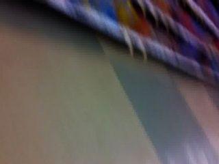 सुपरमार्केट में सुनहरे बालों वाली लड़कियों गोरा