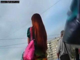 कायरता रूस गली में Upskirted किशोर