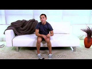 एचडी समलैंगिकता मार्टिन कास्टिंग सोफे पर अपनी पहली सवारी के लिए जा रहा है