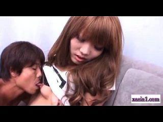 एशियाई लड़की में Pantyhose हो रही है उसे निपल्स चूसा बिल्ली Vibrato के साथ उत्तेजित
