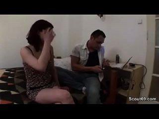 व्यभिचारी पति बैठे जबकि पैसे के लिए अपनी जर्मन प्रेमिका बकवास