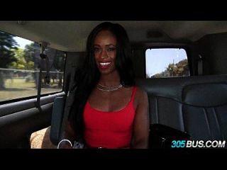 यहूदी बस्ती काली लड़की ने नकदी 2.2 के लिए गधे को छोड़ दिया