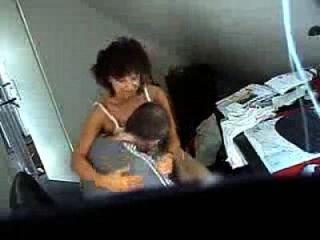 परिपक्व धोखा पत्नी की जासूसी वीडियो कार्यालय में Fucked