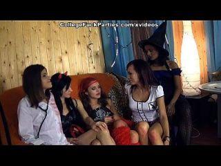 शरारती कॉलेज की लड़कियों के साथ डरावनी थीम पार्टी 1 दृश्य