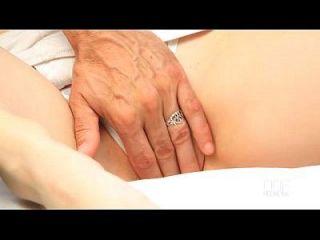 माशी क्रॉस एक आउटडोर सेक्स सत्र का आनंद उठाते हैं