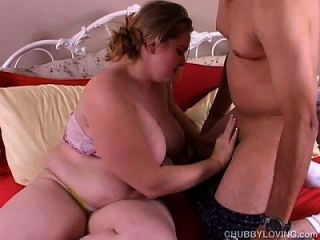 प्यारा सुनहरे बालों वाली Bbw अच्छा गर्म स्तन के साथ जो एक गर्म कमबख्त प्यार करता है