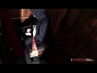 Confessionfiles: सिएना दिन गहरे गले की पुजारी
