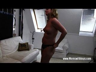 सींगदार परिपक्व Stepmom Fucks बेटा पकड़ा Masturbating