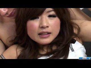 तंग जापानी Suzanna के लिए त्रिगुट में गंभीर तेज़