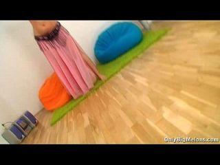 बड़े स्तन सोफी मेई नृत्य