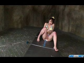 डैशिंग जापानी मॉडल टोमोक सकराई अकेले में निभाता है