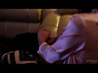 केसी कैल्वेट को घर में आने वाले अपने सौतेले भाई के द्वारा Assfucked हो जाता है, दृश्य # 03
