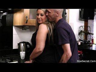 पति गपशप बेब के साथ धोखा पकड़ा