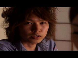 बेटी और घर में अपने दोस्त के साथ एक जापानी माँ के बारे में कहानी, घर का बना हिडन कैमरा