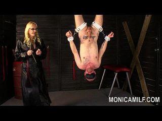 Monicamilf Strapon है उसके उपनोवा Femdom Pegging