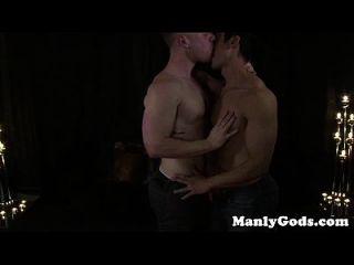समलैंगिक हंक जोड़ी बकवास तक एक फटा हुआ है