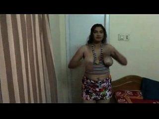 गर्म तेलुगु चाची नग्न शो