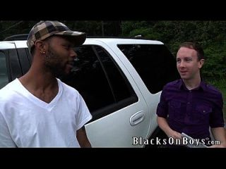 जैडेन जोन्स एक बड़ा काला मुर्गा Assrides