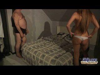 रूसी आकर्षक गोरा द्वारा धन्य 75 पुराने दादा सेक्स