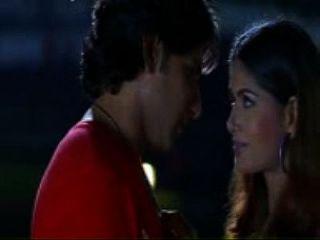 दक्षिण भारतीय अभिनेत्री सबसे चुंबन दृश्य (सविताभाभी.मोबी)