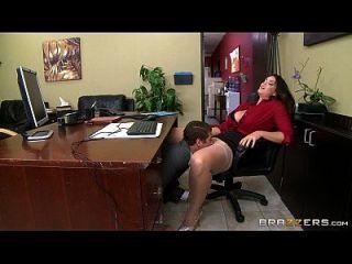 ब्राज़ेर एलीसन टायलर का एक छोटा कार्यालय मज़ा है
