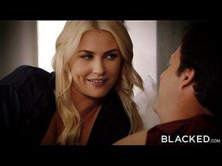 काले रंग की पत्नी गीगी एलेन उसके पहले बड़े काले मुर्गा लेता है
