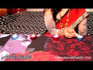 भारतीय आंटी मोना भाभी दिवाली सेक्स का जश्न मनाते हैं