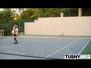 टेनिस छात्र ऑब्रे स्टार के लिए ट्यूशन वाले पहले गुदा