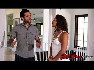 एबाला खतरों घर गर्म हो रही है, उसे वातानुकूलन 720p ट्यूब Xvideos के साथ मदद की ज़रूरत है