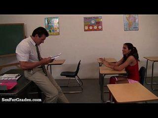 किशोर फूहड़ कक्षा के बाद उसके शिक्षक Seduces!