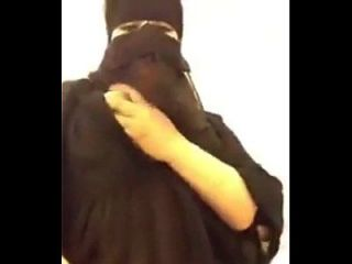 गर्म अरब उसके बड़े स्तन के साथ बीबीडब्ल्यू Musterbition